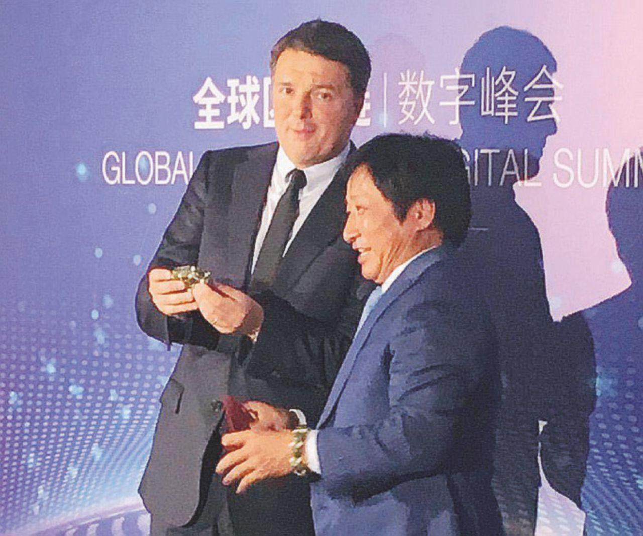 """Renzi conferenziere, Saviano attacca: """"Latitante in Aula, come l'altro Matteo"""""""