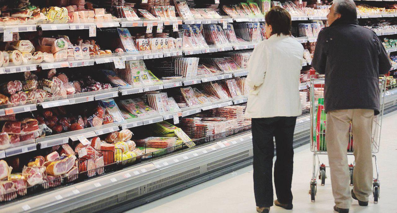 Far salire l'Iva costerebbe 30 euro al mese a ogni famiglia: un macigno sui consumi