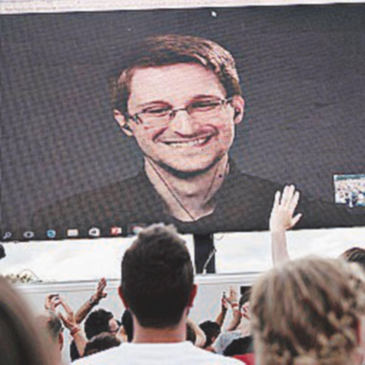 """""""Eroe-traditore"""": Snowden alla corte di Putin da cinque anni"""