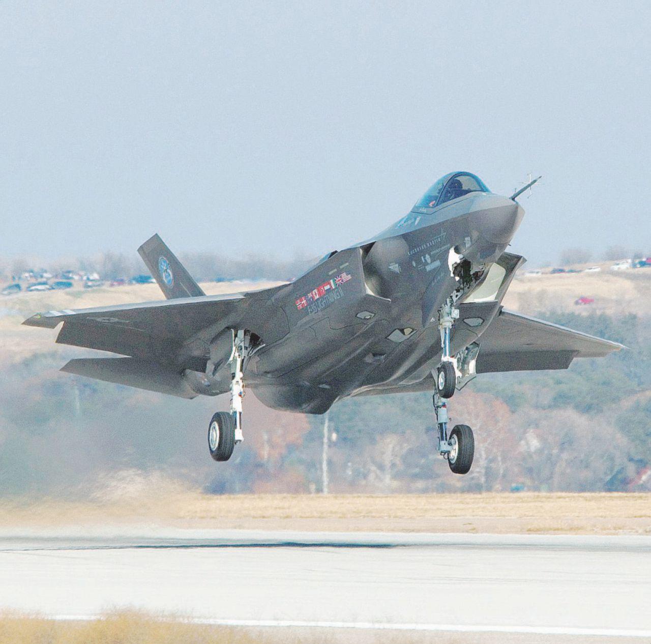 Per gli F-35 sono 1,3 miliardi. Che faccio ministro, lascio?