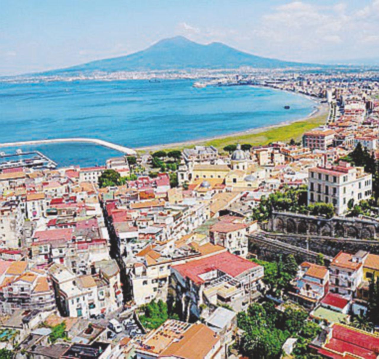 Castellammare, la città che divora un sindaco ogni 2 anni
