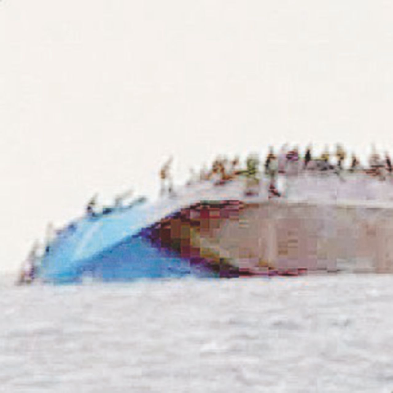 I sorrisi poi le urla: il video del naufragio dei tunisini