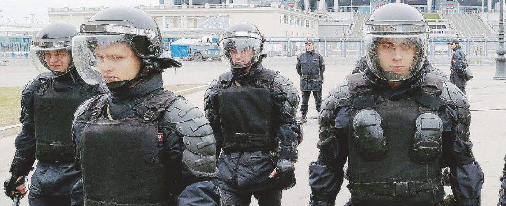 Hooligan, gay, terrore jihad: Putin e l'ossessione security