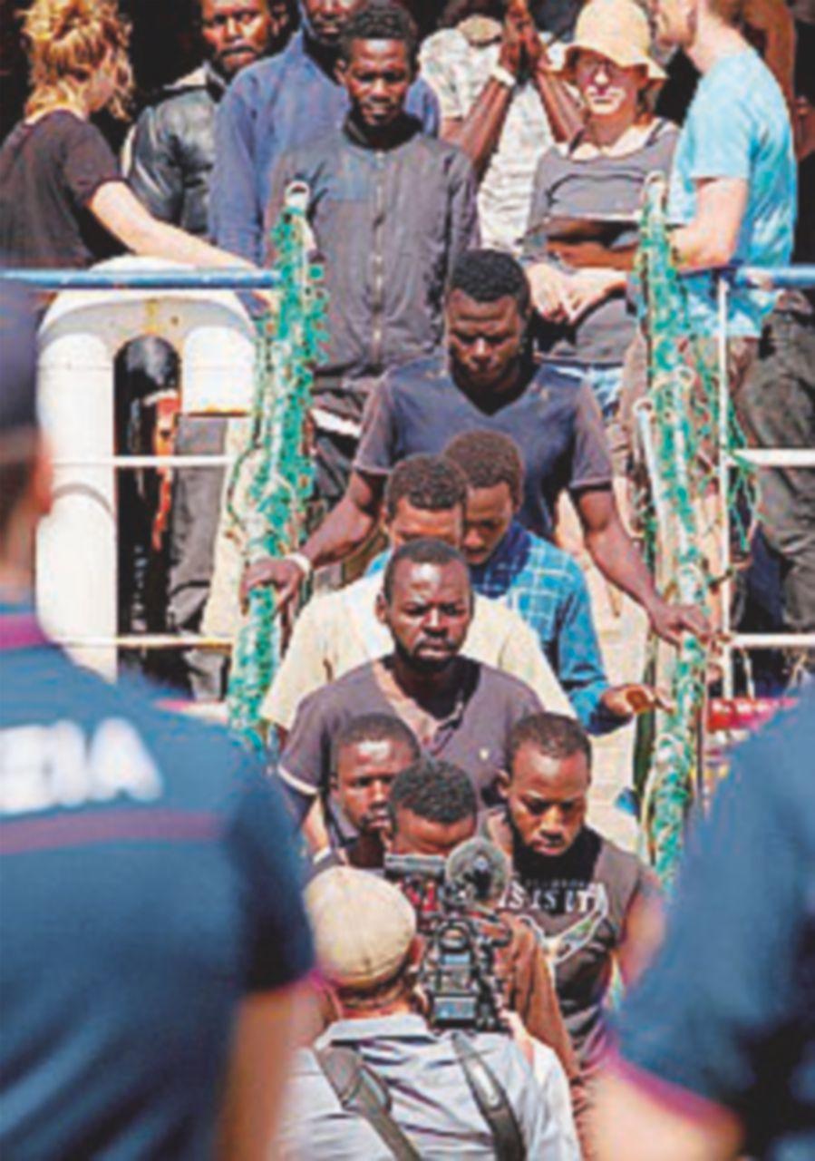 Salvati 467 migranti: sono i primi sbarchi dell'era Salvini