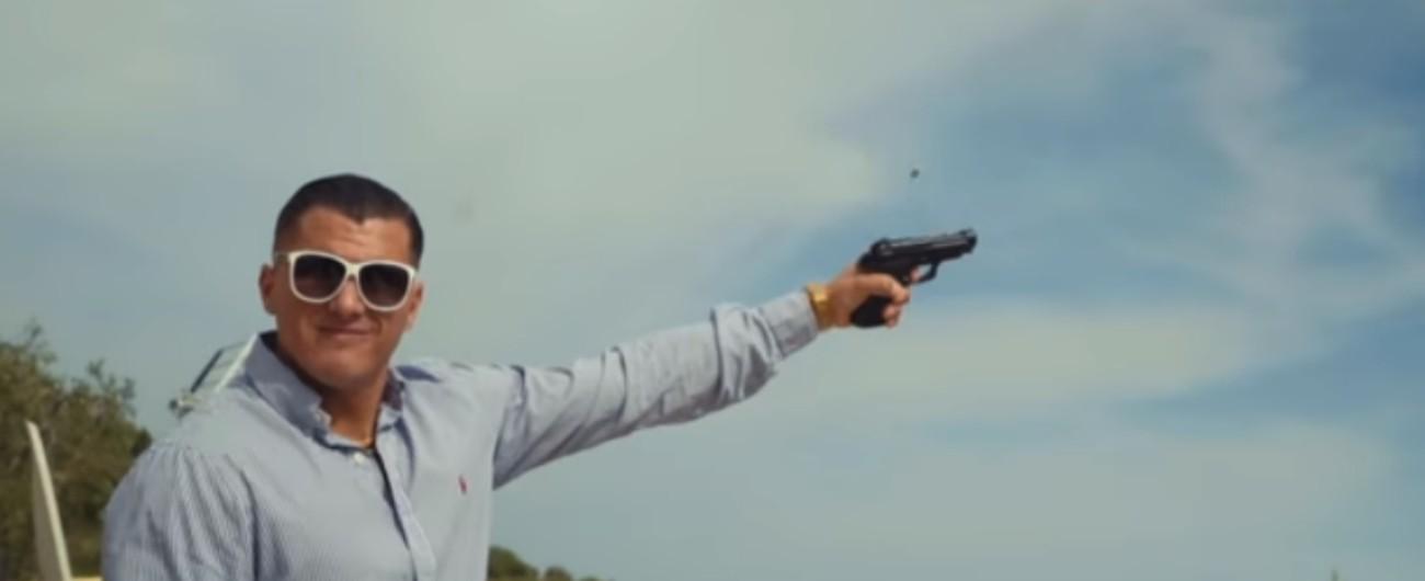 Foggia, video del rapper nel paese sciolto per mafia: pregiudicato come comparsa e spari in aria. Indagano i carabineri