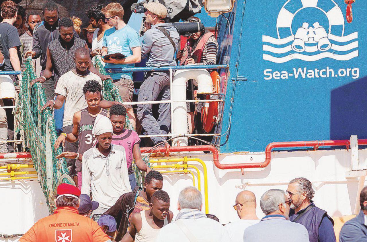 Migranti, Libia nel caos e centri saturi. Ecco perché ripartono i barconi