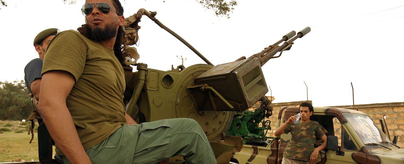 Libia, ora i gommoni salpano a est di Tripoli: per fermare le partenze all'Italia serve un nuovo accordo con tre milizie