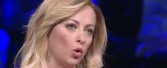 """Toscani: """"Meloni brutta e ritardata"""". Solidarietà di Fdi e Forza Italia. Crosetto: """"Pd, Lega e Boldrini zitti"""""""