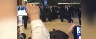 Incontro Trump-Kim Jong-un, il leader nordcoreano tra le urla del pubblico a Singapore