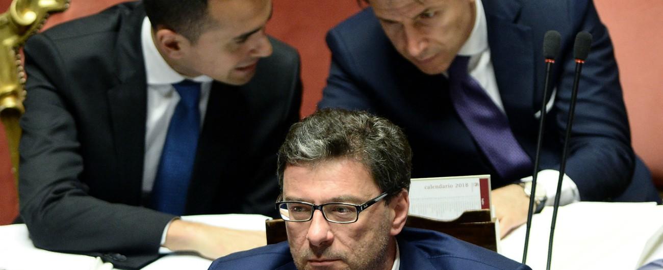 Governo Conte, le Telecomunicazioni restano a Di Maio. Giorgetti guiderà il Cipe. Vertice sulle nomine a Palazzo Chigi