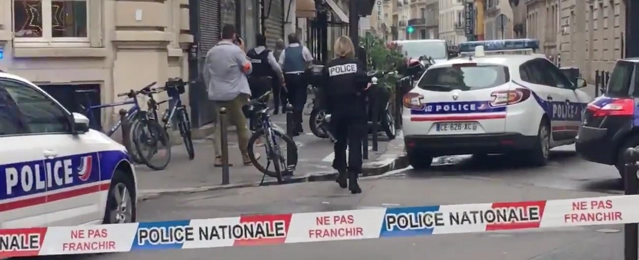 Parigi, uomo armato sequestra 3 persone. Interviene la polizia: arrestato. Salvi tutti gli ostaggi