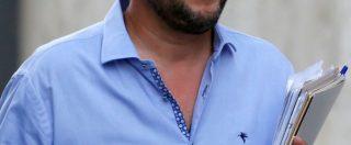 """""""Fango contro la Lega, ma noi siamo armati"""": lo spin doctor di Salvini posta una foto del vicepremier con un mitra. E dice: """"Buona Pasqua"""""""