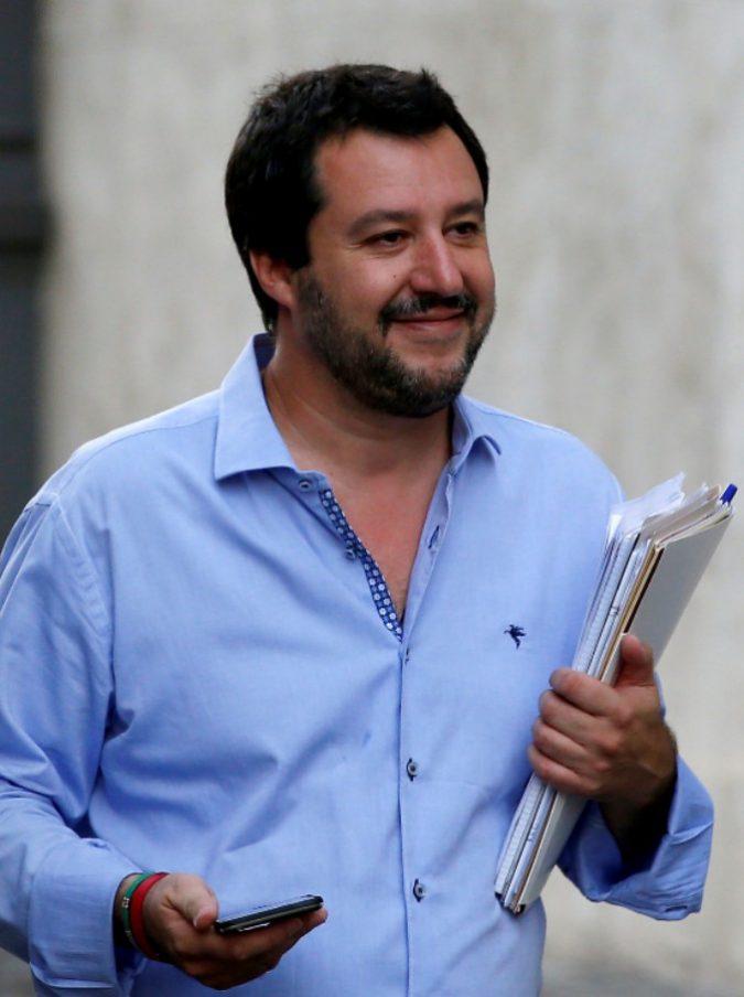 """2 giugno, Matteo Salvini sui social nel 2013: """"Non c'è un caz** da festeggiare"""". Oggi post con la mano sul cuore: polemica social"""