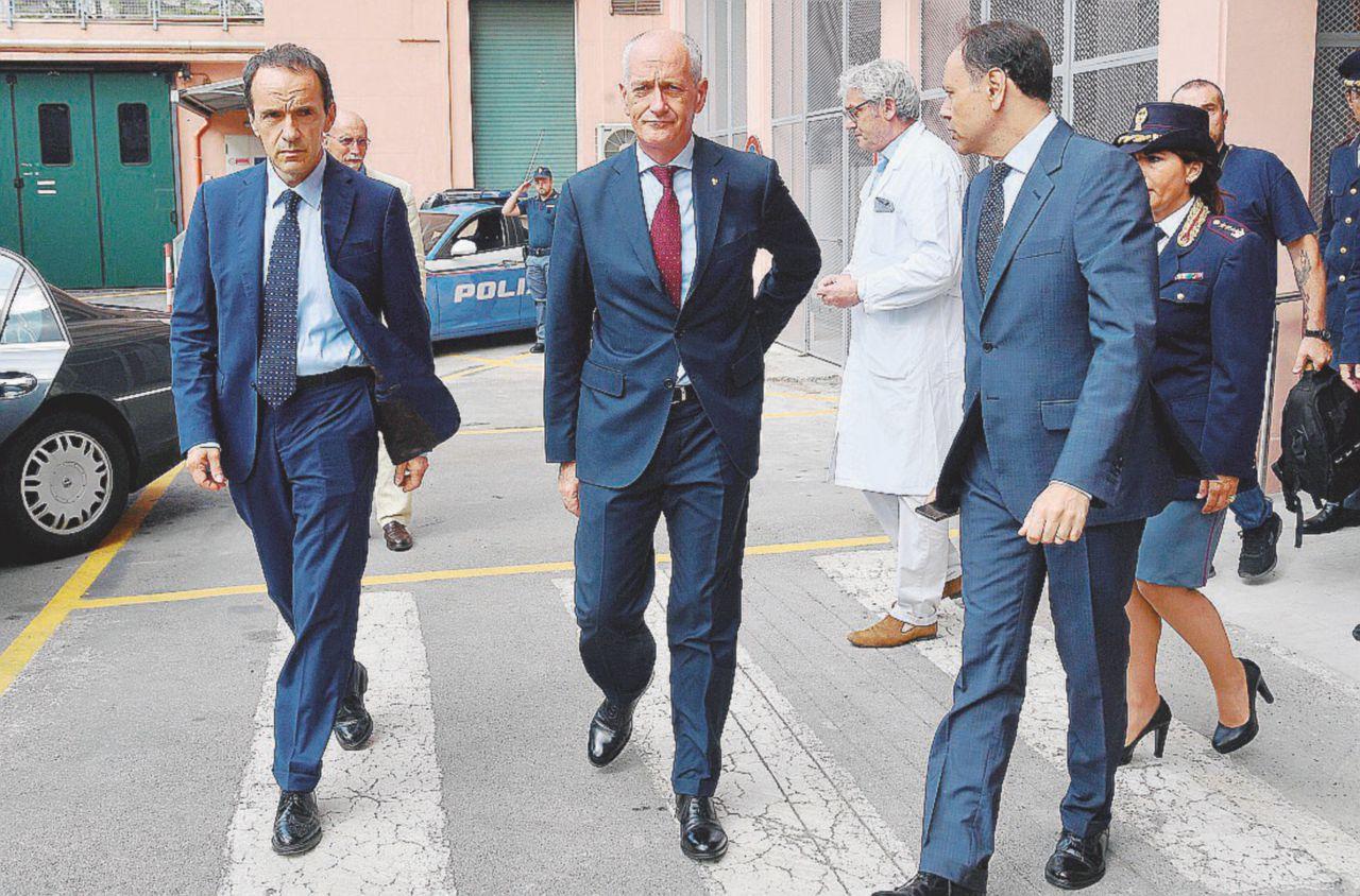 Un agente uccide e Gabrielli dà il taser a tutte le polizie