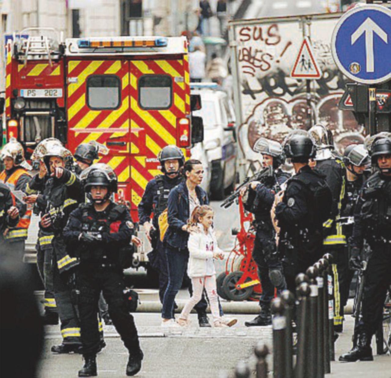 Ostaggi e reparti speciali, incubo sotto l'Eiffel anche senza terroristi