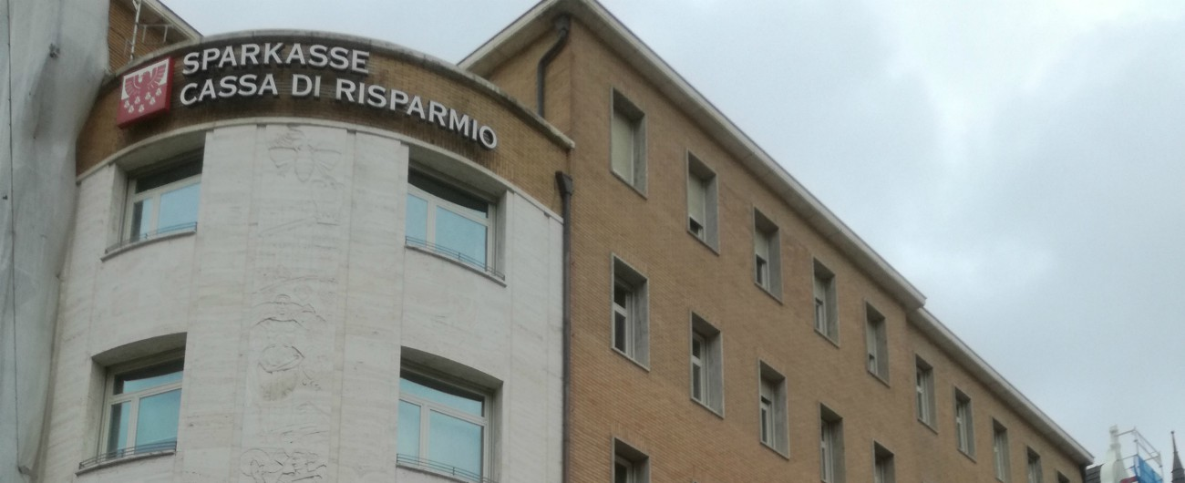 Bolzano, perquisizioni alla sede centrale della Sparkasse: i pm cercano i soldi della Lega arrivati dal Lussemburgo