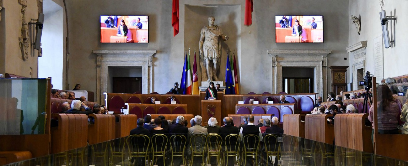 """Roma, approvata mozione di Fratelli d'Italia con i voti dei Cinque Stelle: """"Si intitoli una via a Giorgio Almirante"""""""