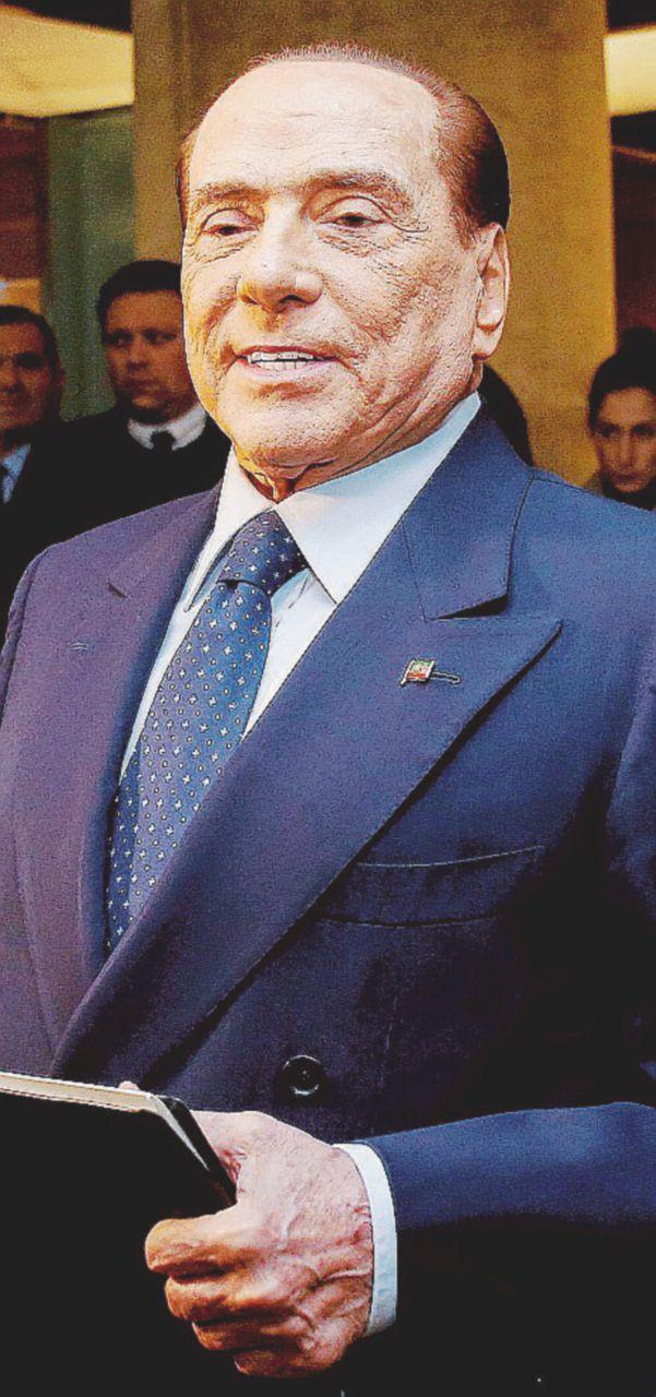 Berlusconi si libera pure di Panorama: lo prende Angelucci