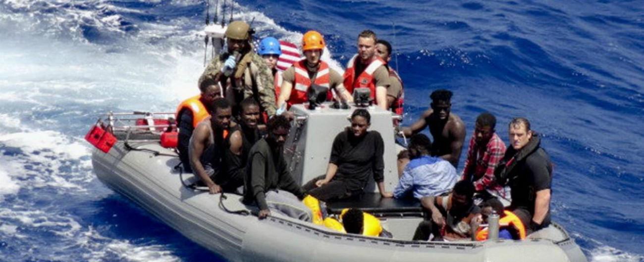 """Migranti, la nave Usa Trenton ad Augusta per sbarcare 41 naufraghi: """"Non siamo riusciti a recuperare i 12 cadaveri"""""""