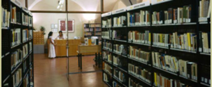 Todi, direttrice biblioteca comunale non sposta libri pro-gender nella sezione adulti: trasferita