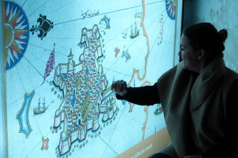 Il castello e l'isola spiegati dalla direttrice artistica del castello Rafaella Zizzari.