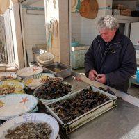 Al mercato del pesce.