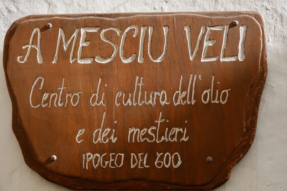 L'ingresso di uno dei tradizionali frantoi che fecero ricca la città.