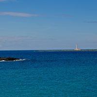 Il mare cristallino davanti all'isola di Sant'Andrea.