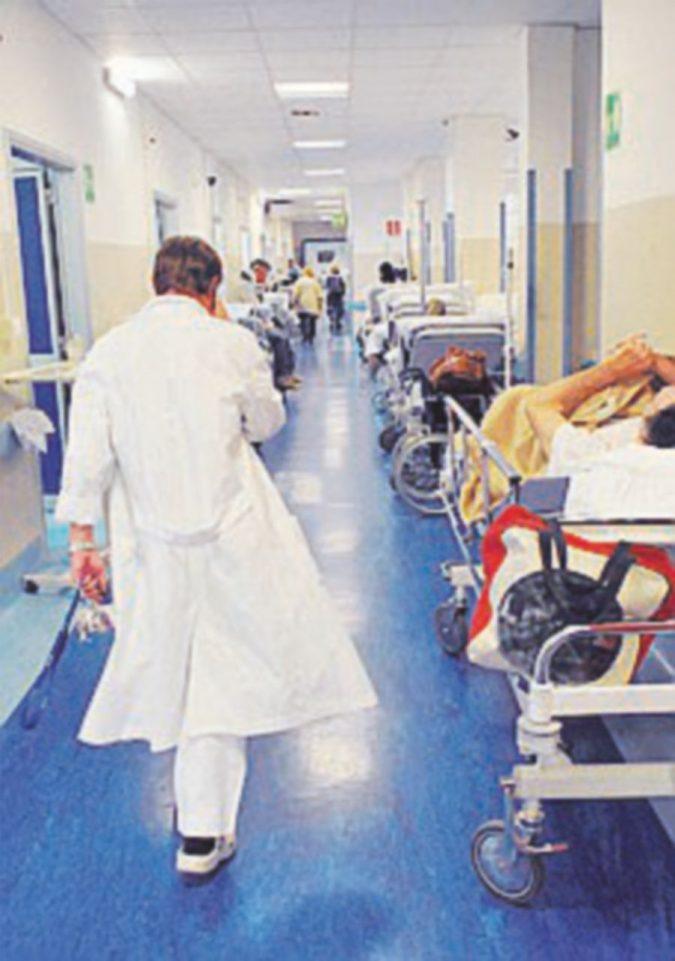 Non ci sono più anestesisti, malata di cancro non si opera