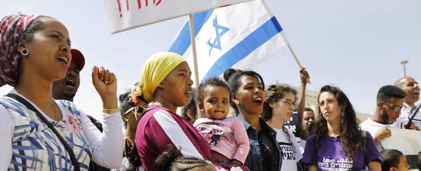 Israele, i richiedenti asilo vengono trasferiti in Uganda con l'inganno