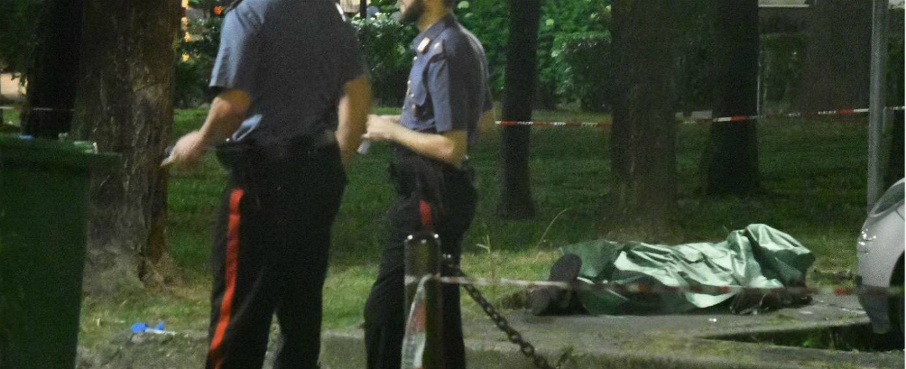 """Milano, senegalese ucciso in strada con dieci colpi di pistola a Corsico. La moglie: """"Insulti razzisti durante un litigio"""""""