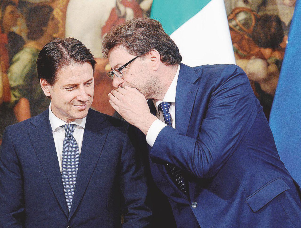 Nomine, lo scontro tra Conte e Giorgetti blocca Palazzo Chigi