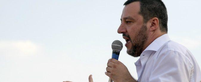 Matteo Salvini, ieri l'Aquarius, oggi i rom. L'indignazione è una trappola