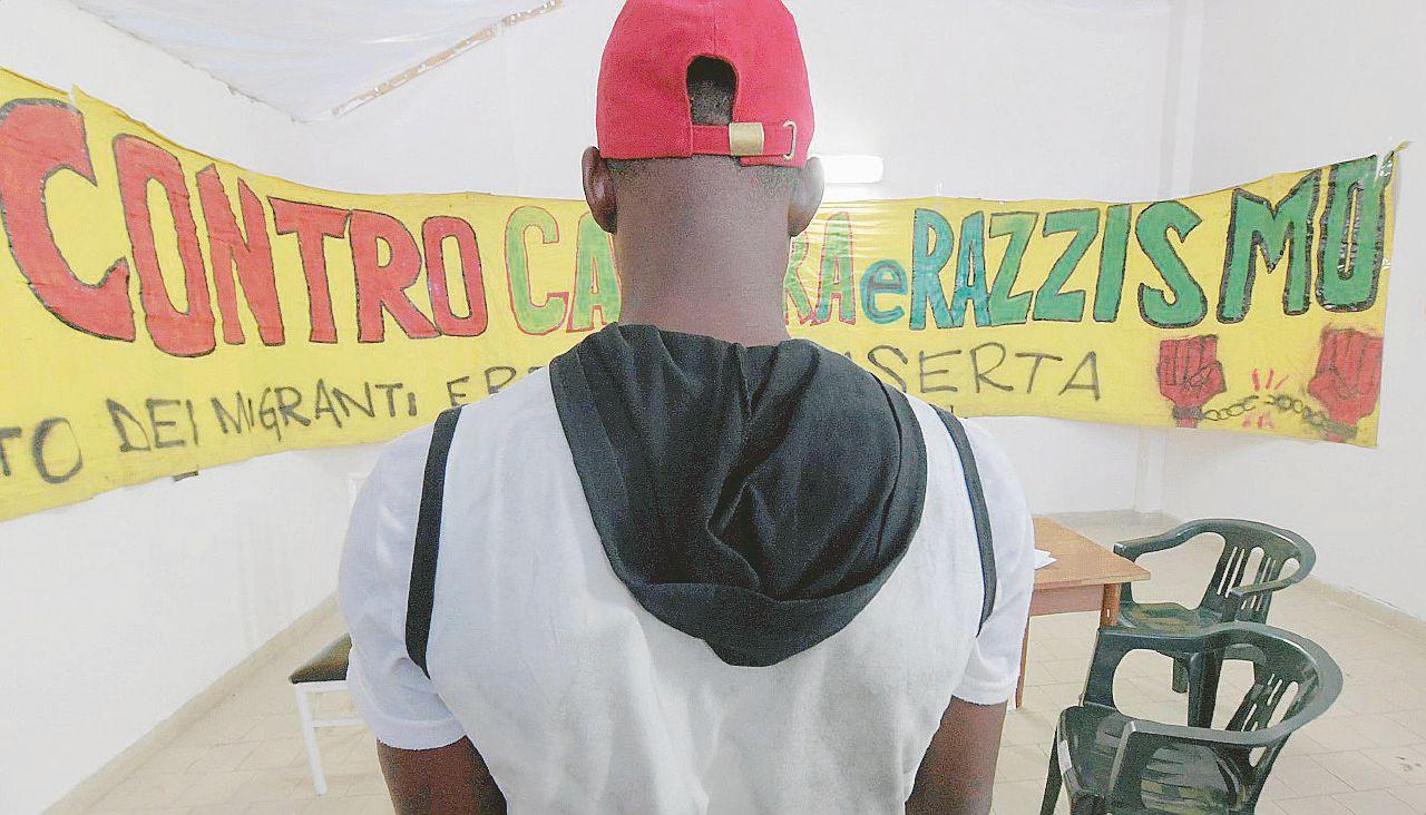 """La denuncia di 2 migranti: """"Spari in nome di Salvini"""""""