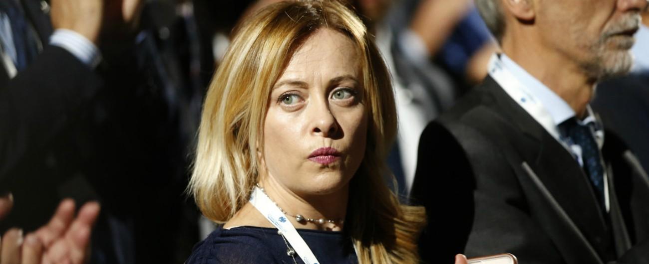 """Meloni sulla scorta a Saviano: """"Non so se ammazzarlo sia priorità della camorra"""" Fico: """"Proteggere chi combatte le mafie"""""""
