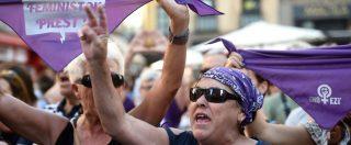 """Stupro di gruppo Pamplona, liberi i 5 condannati del """"branco"""" : le femministe in Spagna scendono in piazza – FOTO"""