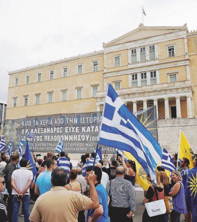Non è un salvataggio: la Grecia distrutta e ancora prigioniera