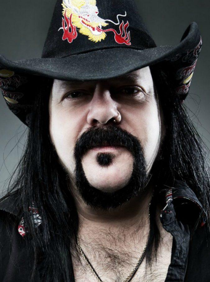 Vinnie Paul, morto a 54 anni il batterista e cofondatore dei Pantera, storico gruppo metal