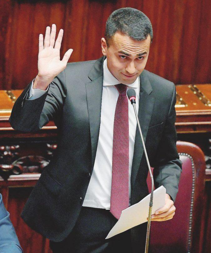 Di Maio, le cariche e il caso Lanzalone al tavolo con Grillo