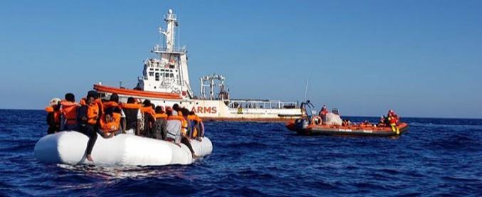 """Migranti, Open Arms salva 300 persone: """"Malta nega approvvigionamento"""" ma Salvini: """"I porti italiani sono chiusi"""""""