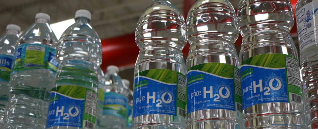 Plastica, Parlamento Ue verso lo stop ai prodotti usa e getta. M5s a favore, Lega chiede deroghe per scuole e ospedali