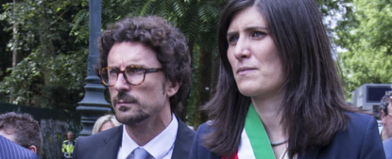 Olimpiadi invernali a Torino, Appendino rilancia e minaccia le dimissioni. Toninelli la appoggia: 'Proposta migliore di Milano'