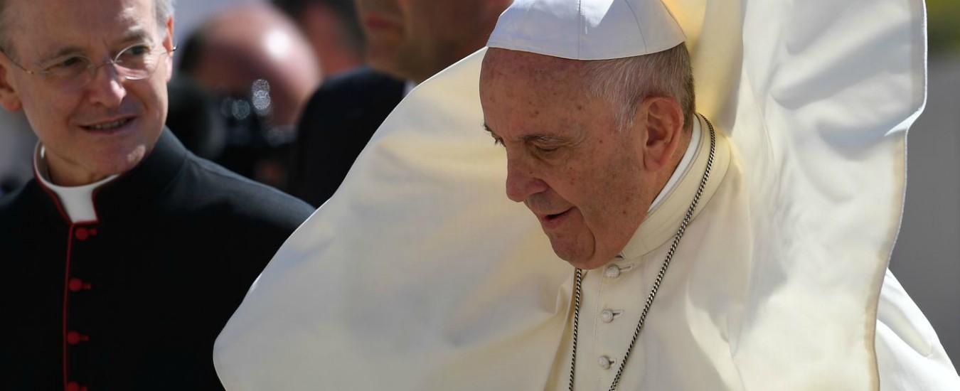 Il Papa tace mentre cardinali e laici sparlano. Ora Francesco deve dare una svolta