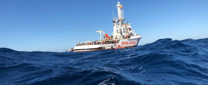Migranti, nave Open Arms: 'Italia e Malta ci negano l'accesso nelle loro acque'. La Valletta chiude i porti alle ong