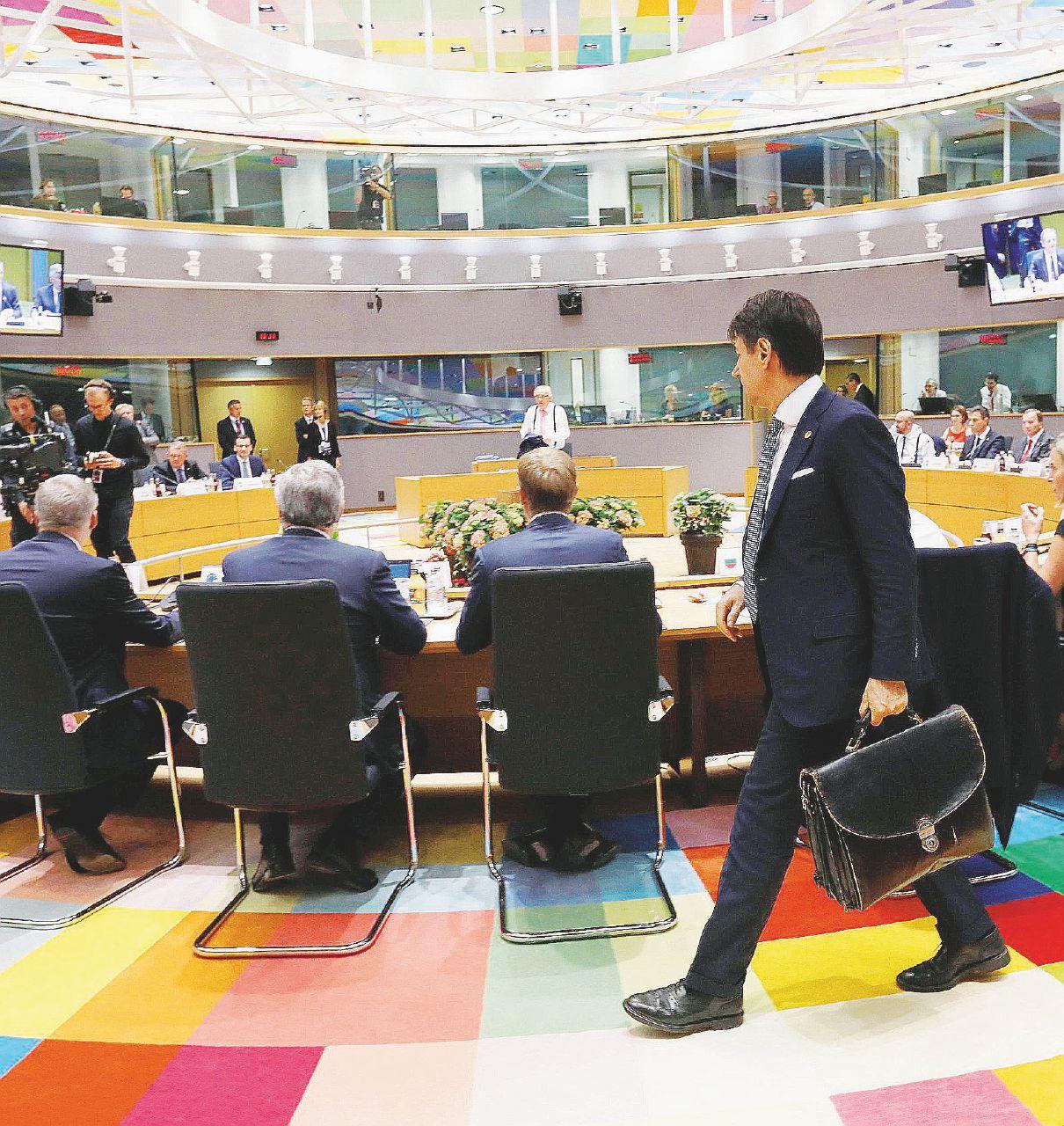 Migranti, così l'Italia tiene in ostaggio il summit europeo