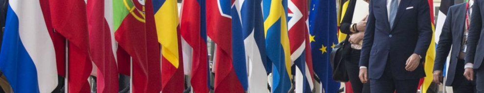 Vertice Ue, accordo sui migranti: 'Centri su base volontaria'. Ma Macron: 'Vanno fatti in Paesi primo arrivo'. Conte: 'Falso'