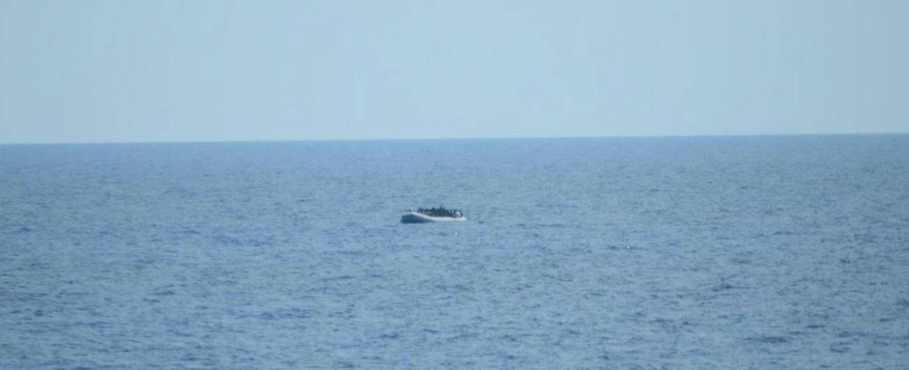 """Migranti, naufragio al largo della Libia. Unhcr: """"100 morti, un'ora in mare prima che arrivassero aiuti"""". Tra loro 3 bambini"""