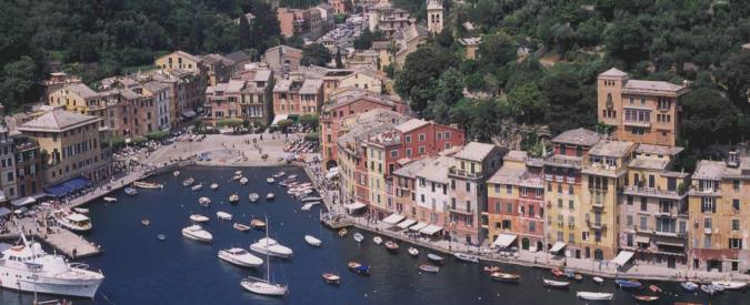 """Liguria, rischio daspo per turisti a Rapallo Portofino e Santa Margherita: niente più piedi scalzi, torso nudo e """"bivacchi"""""""