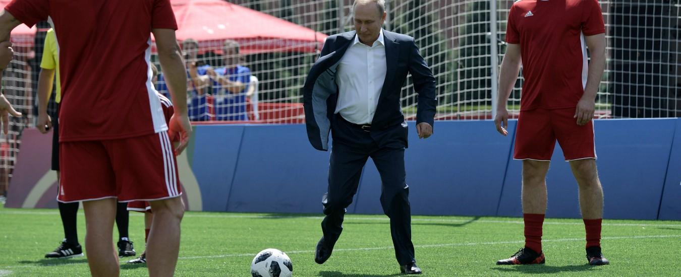 Russia 2018, le palle di Putin / Mentre il calcio riposa, lo zar fa il magnanimo e i serbi covano rancore