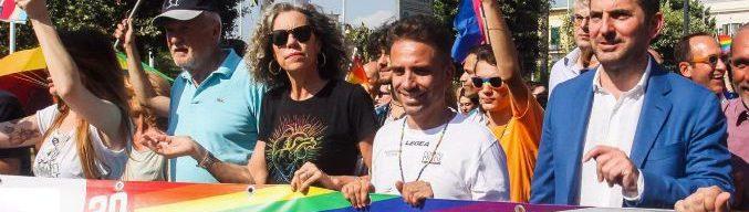 Gay Pride, sottosegretario Spadafora (M5s) a Pompei: 'Su diritti non si torna indietro'. Fontana: 'Parla a titolo personale'